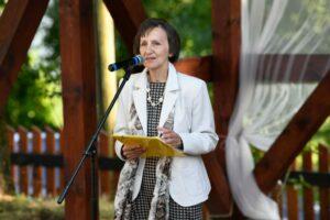 20190803 - Laudację o jednym z laureatów wygłasza Teresa Tomsia - poetka, eseistka